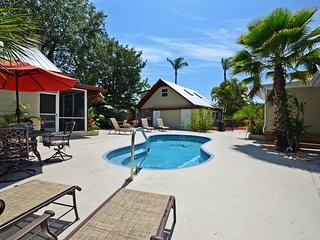Siesta Key Lakefront Hidden Paradise Among Tropical Landscape W/ Heated Pool