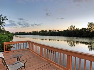 Romantic Lakefront Two bedroom unit W/ access to Heated Pool and More