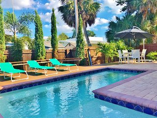 Piece of Paradise a short Walk to Siesta Key Beach with Heated Pool