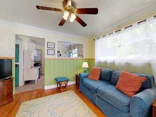 NEW LISTING! Vintage cottage in Historic District w/ yard, near downtown