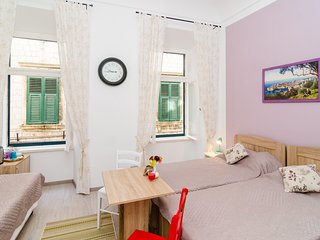 Bedroom in the center of Dubrovnik with Internet, Air conditioning (989230)