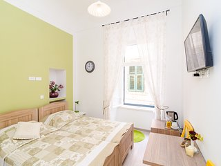 Bedroom in the center of Dubrovnik with Internet, Air conditioning (989229)