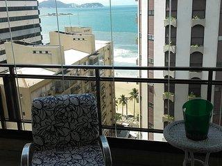 Apto com 03 dormitórios - um por andar - Praia das Astúrias - junto à praia