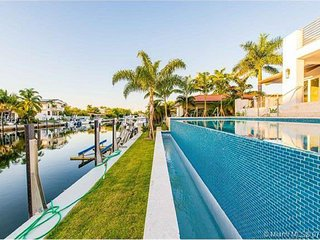 Waterfront Luxury - South Miami