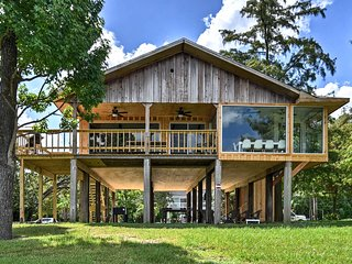 NEW! San Jacinto River Home w/Dock, Games & Grill