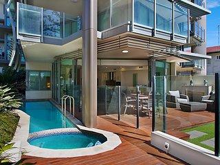 Kirra Wave 102 - Enjoy luxury beachfront at North Kirra - Min. 3 night stays!