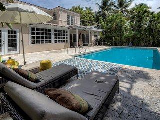 Private Hideaway Bungalow Villa in Miami!