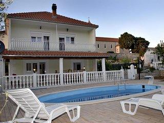 Four bedroom house Kostanje (Omiš) (K-14176)