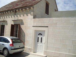 Two bedroom apartment Povlja (Brač) (A-13484-a)