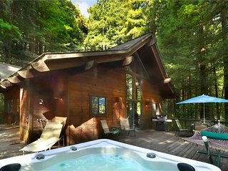 AUSTIN CREEKSIDE RETREAT: Redwoods | Hot Tub