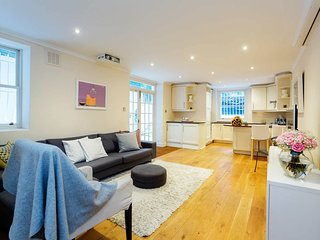 Comfy, Spacious 2BR near Earl's Court with terrace