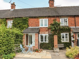 CALLOW COTTAGES, romantic retreat with countryside views, Mappleton