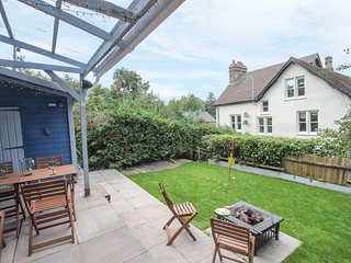 THE MEWS HOUSE, patio with furniture, WiFi, Wye Valley AONB, Ref 952652