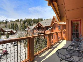 3Br Sweeping Snowcapped Views + Expansive Balcony - Sleeps 9