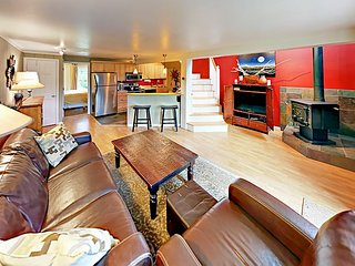 Creekside Baldy Mountain 4BR w/ Balcony & Deck - Near Breckenridge