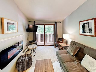 500' to Ski Lift! Top-Floor 1BR w/ South-Facing Balcony & Mountain View