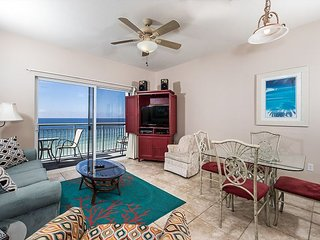 Pelican Isle 608: Charming - on the beach! Balcony, pool, Free Beach Service