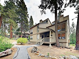 Near Downtown Shops/Eateries, Beaches & Northstar! 3BR + Loft w/ Sauna