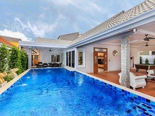 Gala Villa, New Modern Luxury 5 Beds in City
