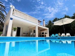 Villa Bianca Orebic – Modern villa with pool near the beach, Peljesac