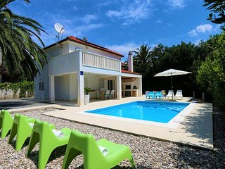 Villa Bianca Orebic – Modern villa with pool near the beach, Peljesac