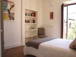 Stylish and tranquil one bedroom apartment in Sulmona's historic centre