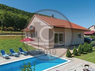 3 bedroom Villa in Pula, Splitsko-Dalmatinska Županija, Croatia : ref 5673413