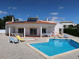 4 bedroom Villa in Branqueira, Faro, Portugal : ref 5434634