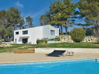 3 bedroom Villa in Fontvieille, Provence-Alpes-Côte d'Azur, France : ref 5670700