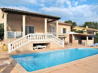 3 bedroom Villa with Pool, WiFi and Walk to Shops - 5642166