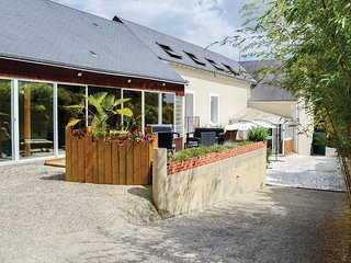 4 bedroom Villa in Nazelles-Negron, Centre, France - 5673588