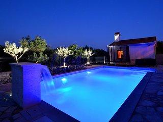 6 bedroom Villa in Plano, Splitsko-Dalmatinska Zupanija, Croatia : ref 5583437