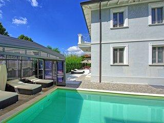 Camaiore Villa Sleeps 8 with Pool and WiFi - 5242091