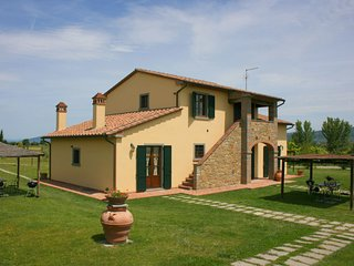 2 bedroom Apartment in Camucia-Monsigliolo, Tuscany, Italy : ref 5239907