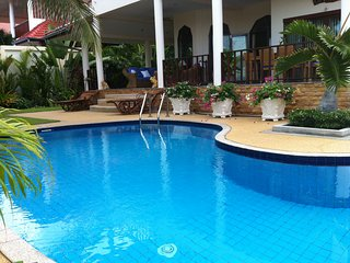 3 bed pool villa, 3 bath, tropical gardens, large 20m pool in amazing Hua Hin