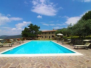 4 bedroom Villa in Cortona, Tuscany, Italy : ref 5239822