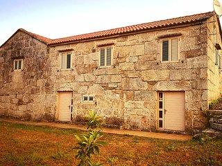 Casa de Piedra en el valle