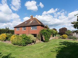 Drockmill - Sussex Farmhouse with Private Reservoir & Lake - Sleeps 11