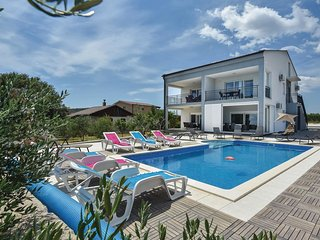 8 bedroom Villa in Vrsine, Splitsko-Dalmatinska Županija, Croatia : ref 5673224