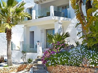 Es Cubells Villa Sleeps 10 with Pool Air Con and WiFi - 5669401