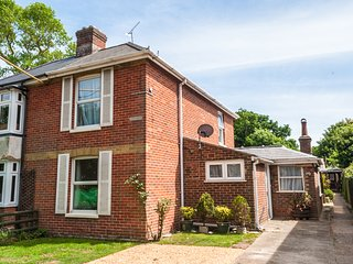 Woodclose Bembridge 3 bedroom 2 bathroom holiday home 1 minute stroll to beach