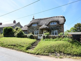 Little Thatch character cottage, beautiful garden | short walk to pub/shop