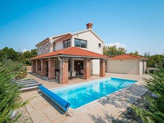 3 bedroom Villa in Rasopasno, Primorsko-Goranska Zupanija, Croatia : ref 5620472