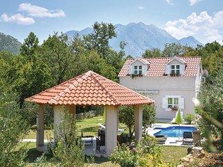 3 bedroom Villa in Zadvarje, Splitsko-Dalmatinska Zupanija, Croatia : ref 557146