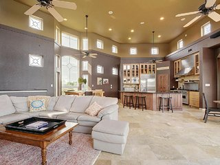 Lake Travis House ★ Hot Tub ★ Lakefront