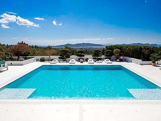 Colonia de Sant Jordi Villa Sleeps 12 with Pool Air Con and WiFi - 5669349