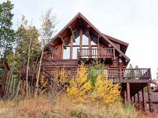 Magnificent Log Home with Breathtaking Views and Stunning Mountain Decoration