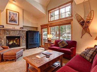 Best of All Worlds in This Mountain Thunder Townhome - Luxurious Ski-In Condo, W