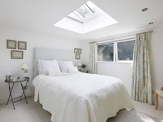 Self contained first class suite of rooms a short walk from Midhurst centre.