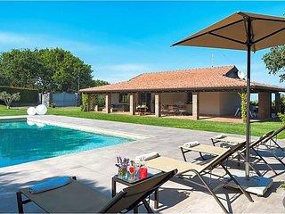 3 bedroom Villa with Air Con and WiFi - 5433423